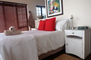 Picture of the bed in main bedroom of Gouriqua 101